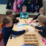 Mit Farbtafel Konzentration und Differenzierungsfähigkeit schulen