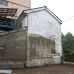 後ろの貸家の壁改修