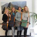 Die Jubilare bei Papaya-Tours mit Ihren neuen Taschen der Unikatmanufaktur aus Köln · Doris Königstedt
