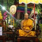 Buddhist in der Vollmondnacht