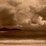 Wolkenhimmel über der Silhouette von Paslin