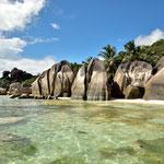 An einem der schönsten Strände der Seychellen, der Anse Source D´Argent