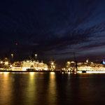 In den Docks liegen zwei Kreuzfahrtschiffe zum Überholen, unter anderem die Albatros.