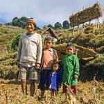 Ein Bauer mit seinen Kindern