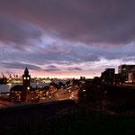 """Blick von der Jugenderberge """" Auf dem Stintfang """" über den Landungsbrücken und Hafen"""