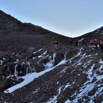 Auf dem Weg zum Gipfel wird es Eisig. Es gab schon einen frühen Wintereinbruch in dem Jahr, aber es war auch schon viel wieder getaut.