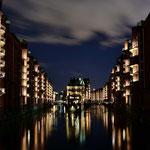 """"""" Das Wasserschloss """" in der Speicherstadt am Abend"""