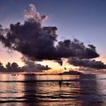"""Abendlichter über dem Meer , am """" Beau Vallon Beach """""""