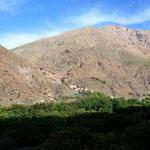 Am Nachmittag fuhren wir dann mit einem Bus in den nahen Hohen Atlas, wo unser Trekking begann.