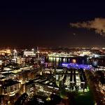 Blick über die Lichter der Stadt vom Hamburger Michel