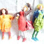 ARTige Typen aus Papier von Dorothea Siegert Binder .Frauen figuren in der Sonderausstellung