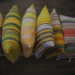 Pölster aus schwedischen handgewebten Stoffen von Susanne Tuulikki Riecker