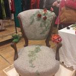 alte Stühle neu tapeziert und gefilzt mit wachsenden Blumen , von Elisabeth Clemens