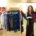 Alja Venturini aus Lljubljana zeigt  Kleider und Accessoires  aus Filz mit Seide