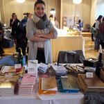 Katharina Janoska zeigt Bücher ihres Verlags, besondere Kochbücher und burgenländische Schmankerln dazu...