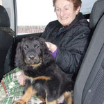 Oma Anita kam mit, um den Kleinen auf der Rückbank den Abschiedsschmerz von Mama und den Brüdern etwas zu erleichtern.