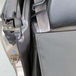 運転席後部:マジックテープ固定