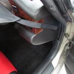 運転席前部:マジックテープ固定