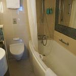 Badezimmer mit Wanne bzw. Duschwanne