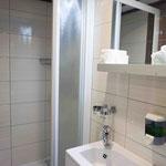 Badezimmer einer Promenadendeckkabine auf der MS Dalmatia