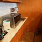 Mini-Küche mit Mikrowelle