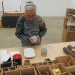 Takako Saito beim Aufbau