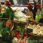 Gemüse Kunst (auf die Tomaten im Hintergrund achten)