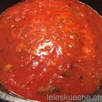 Tomaten dazu, und lange köcheln lassen