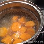 die Süsskartoffeln kochen