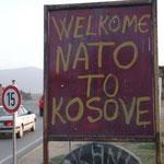 Die Bevölkerung verehrt die NATO als Befreier, Oktober 2001 © Robert Hansen. Link in die Fotogalerie