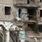 Zerschossenes Haus in Grozny, Tschetschenien © Robert Hansen, Link in die Fotogalerie