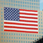 Flagge nahe Ground Zero. 11. September 2002 © Robert Hansen. Link in die Fotogalerie