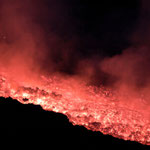 Lavafluss aus 20 Metern Entfernung. Juli 2001 © Robert Hansen. Link in die Fotogalerie