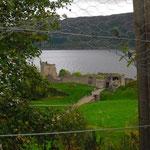 Urhuquart Castle am Loch Ness