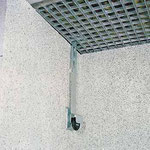 Der Einstieg durch das Kellerfenster kann schon mit einer einfachen Gitterrostsicherung verhindert werden.