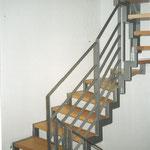 Holmtreppe lackiert