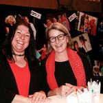 Harder Vereinsmesse: Denise Partsch und Verena Steurer am ANARTtheater-Stand