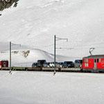Dezember 2020: Autozug beim Oberalppass.  (Aufnahme vom Dezember 2011.)