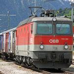 April 2018: ÖBB Lokomotive 1144 im Bahnhof von Innichen im Südtirol. (Aufnahme vom Mai 2014).