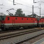 Oktober 2019: OeBB Lokomotiven 1144 035/042 im Bahnhof Buchs. (Aufnahme vom Februar 2018.)