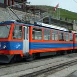 März 2017: Monte Generoso Bahn mit dem ehemaligen Bergrestaurant.  (Aufnahme vom Mai 2008).