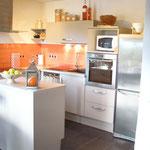 cuisine à l'américaine avec four à chaleur tournante - réfrigérateur/congélateur - lave vaisselle - hotte aspirante - divers petits appareils ménager