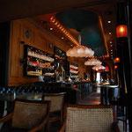 バーでひと休み。ブダペストには、かつて文化人がたむろしていたカフェやバーが多数あるそうです。
