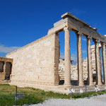 像もかなり大きいんですけど、神殿の柱はそれ以上に大きいです!