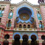 ユダヤ教の教会。キングスライムが住んでいそうな色彩。