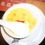 香港といえばマンゴープリン。これもれんげて隠してるけど、ひと口パクリ!の後ですいません。。。