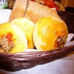 このパンの中に入っているものが美味しかった。煮詰めた玉ねぎみたいな甘みのあるナニカ。