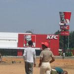 ここにもKFCが。。。頑張っています。