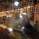 バナーラスを出る日、街はお祭り騒ぎ。