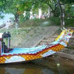 このドラゴンボートでフォーン川を下ります。